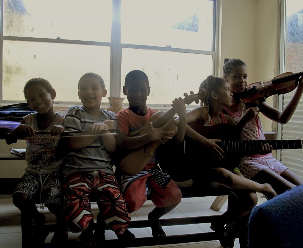 Rabeca, Geige und Gitarre im Einsatz